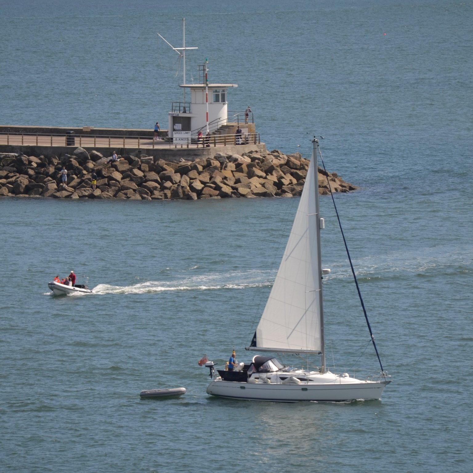 Yacht & Motorboat - c. B Siddons